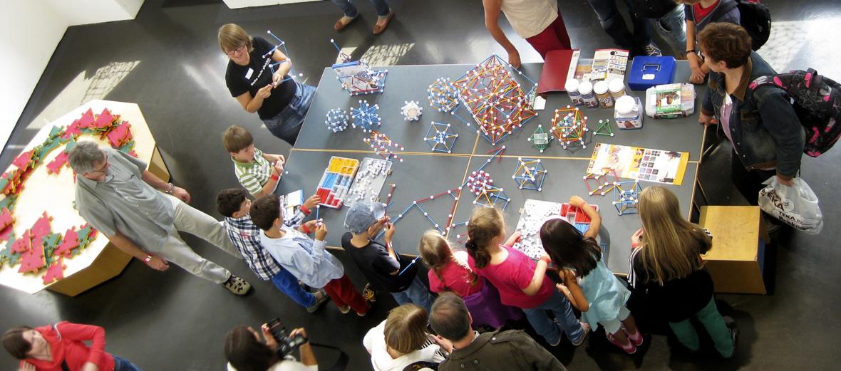 Mit Zometool konstruieren im Mathematikum, Gießen